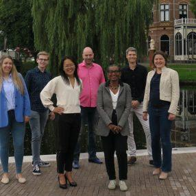 v.l.n.r: Nicky Kruizinga, Stan Hogeveen, Ojanne de Vries, Willem Toering, Althea Browne, Albert Abma en Jildou de Raad